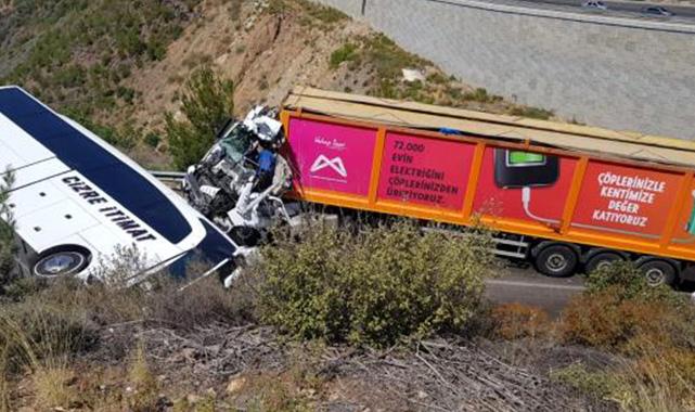 Yolcu otobüsü ile tır çarpıştı: 14 yaralı